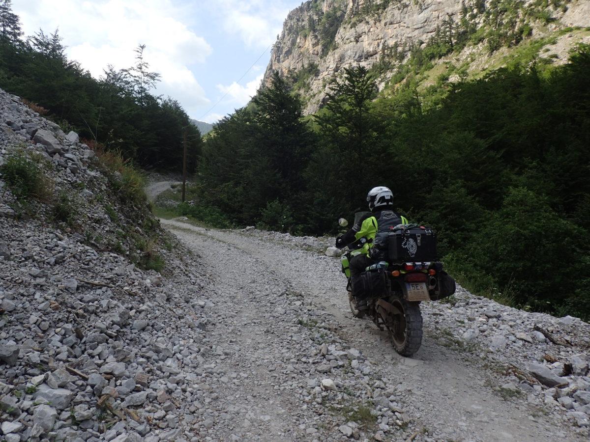 Valbone, stoupání od hlavní silnice